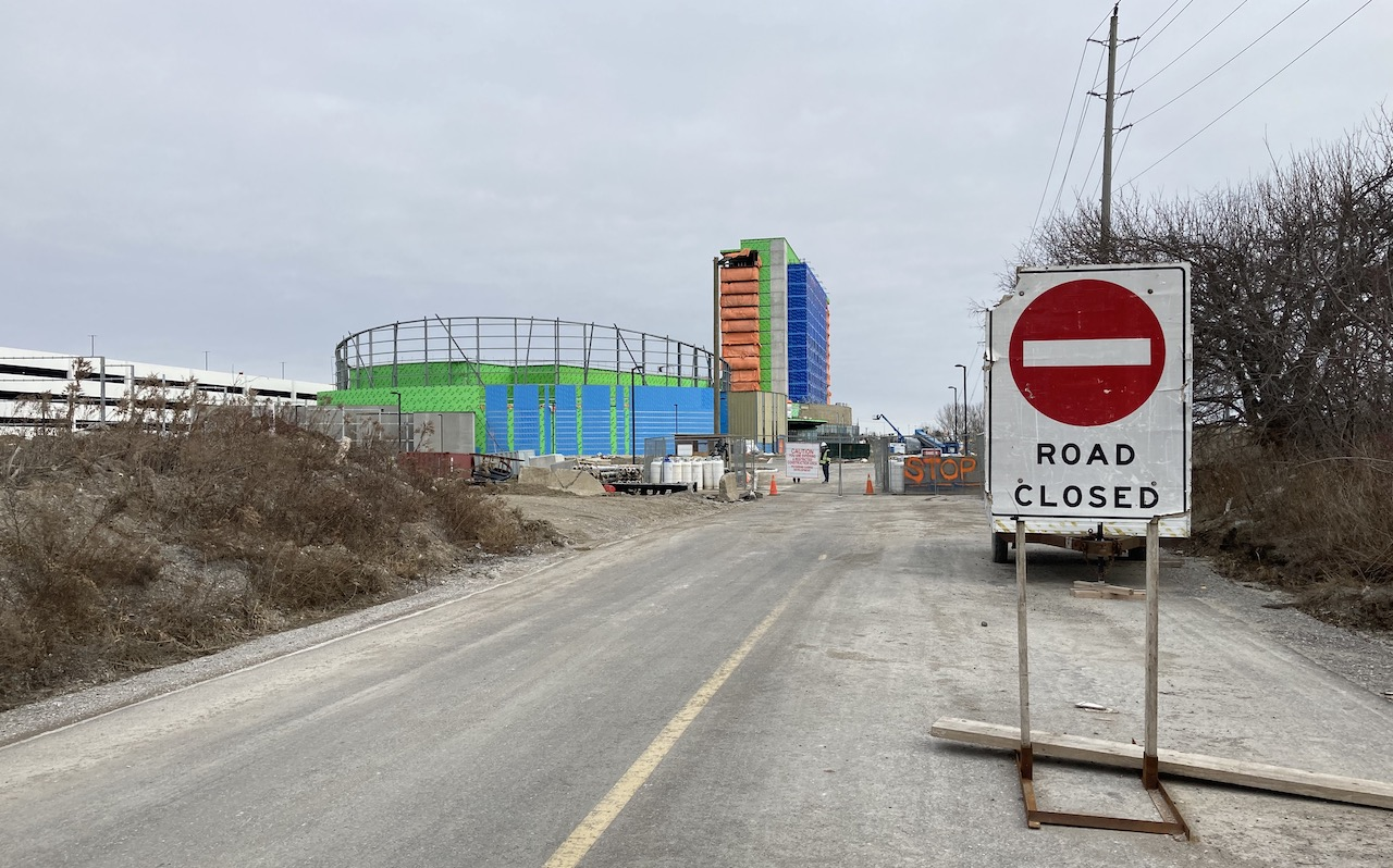 "a ""road closed"" sign in front of a building under construction"