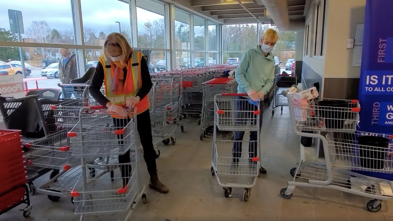 grocery store from the article It's the only grocery store in town — and volunteers are helping it stay open