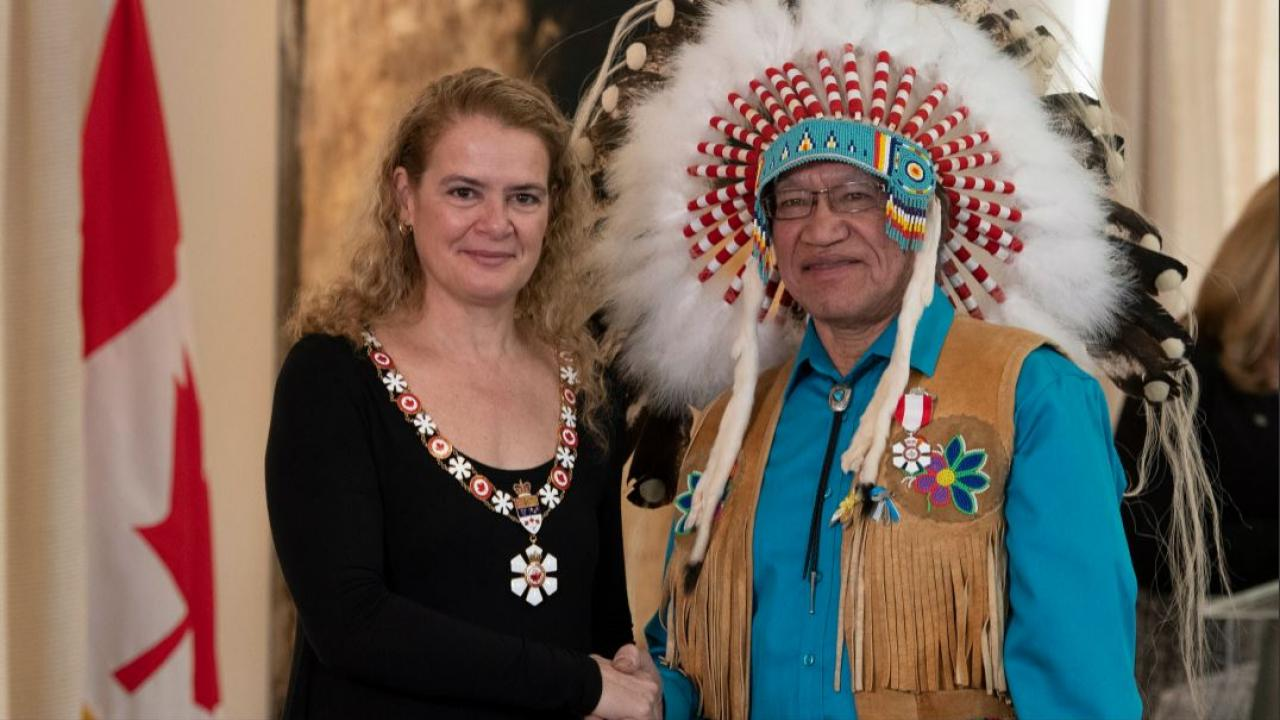 Edmund Metatawabin receiving the Order of Canada from Julie Payette