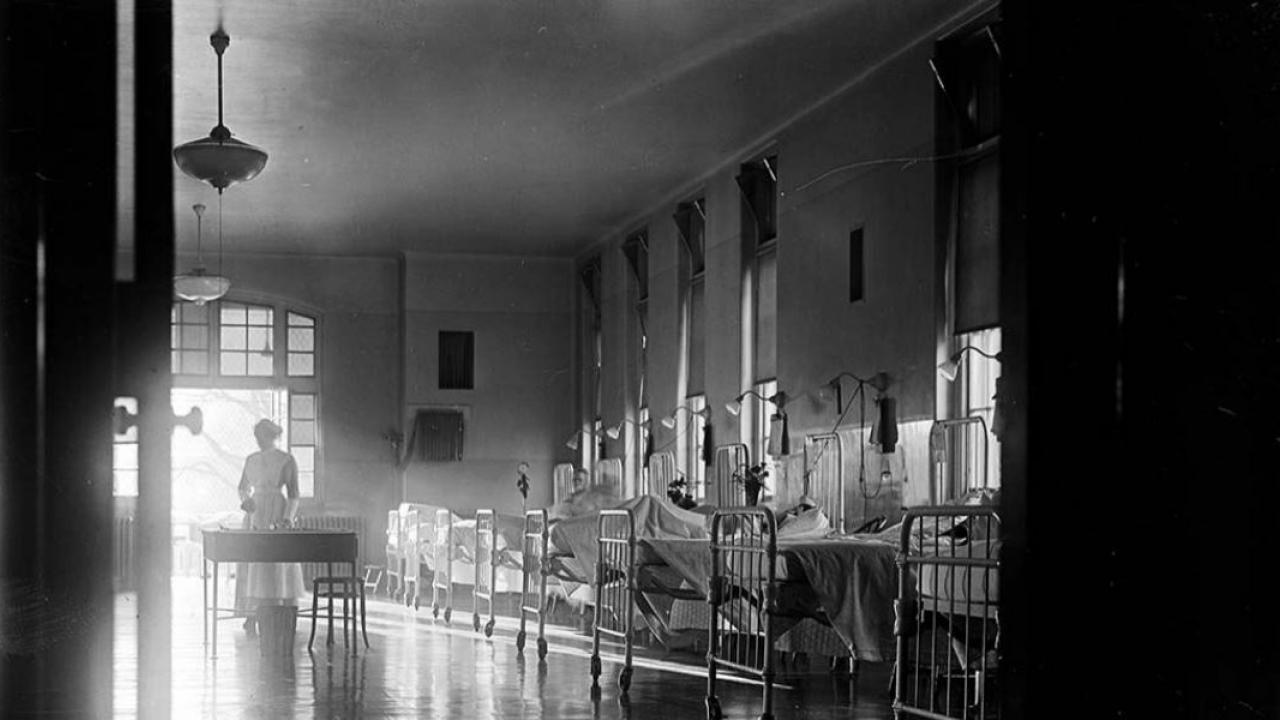 an archival photo of a patients suffering from the Spanish Flu in Toronto General Hospital, 1913.