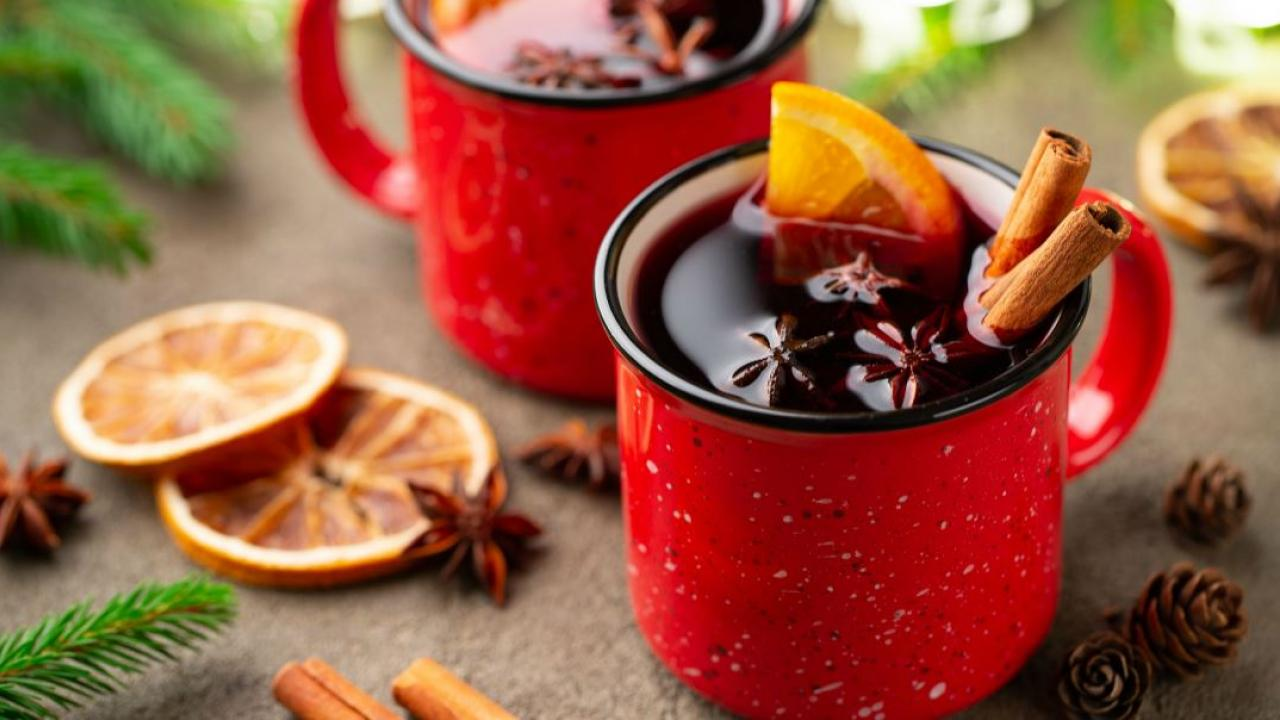 holiday drinks in mugs