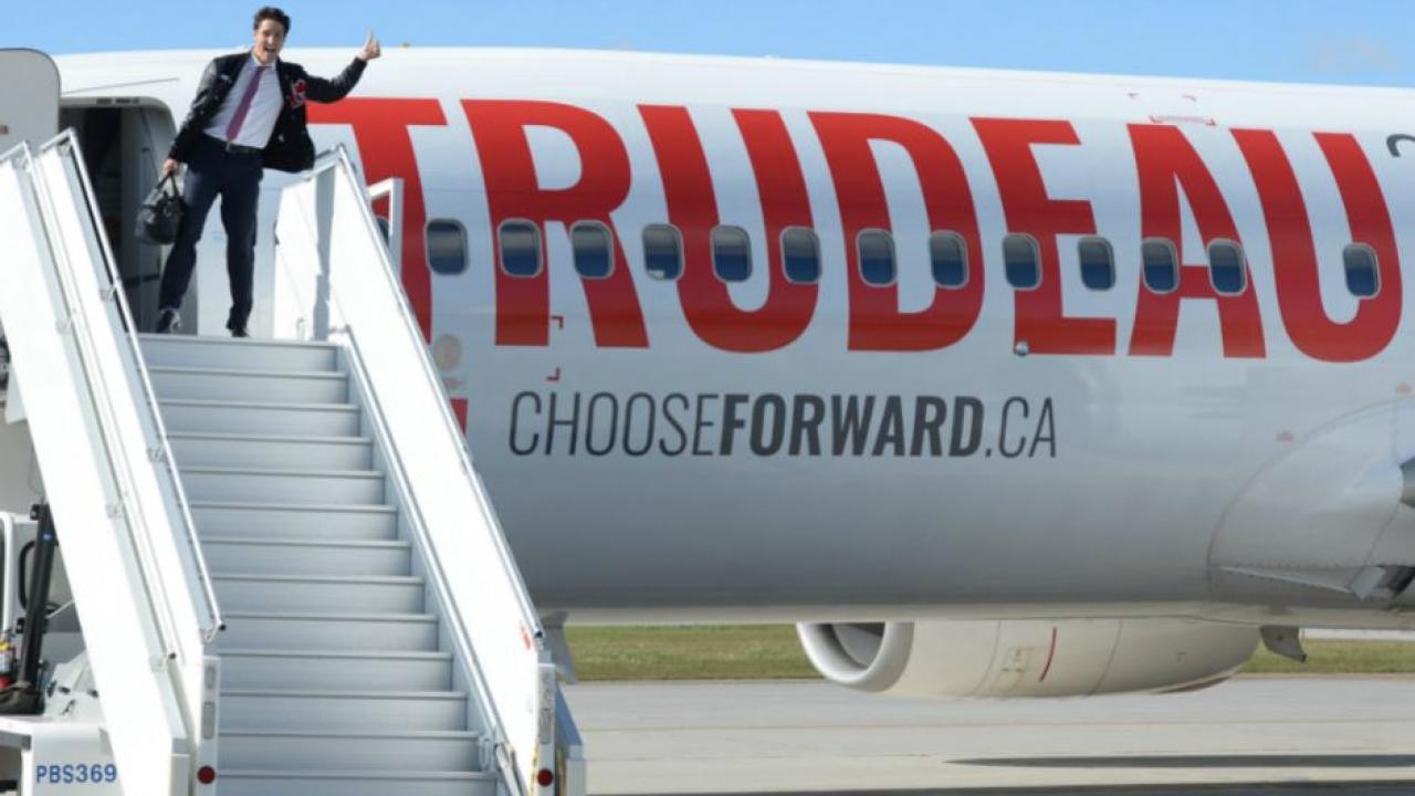 Justin Trudeau leaving his campaign plane
