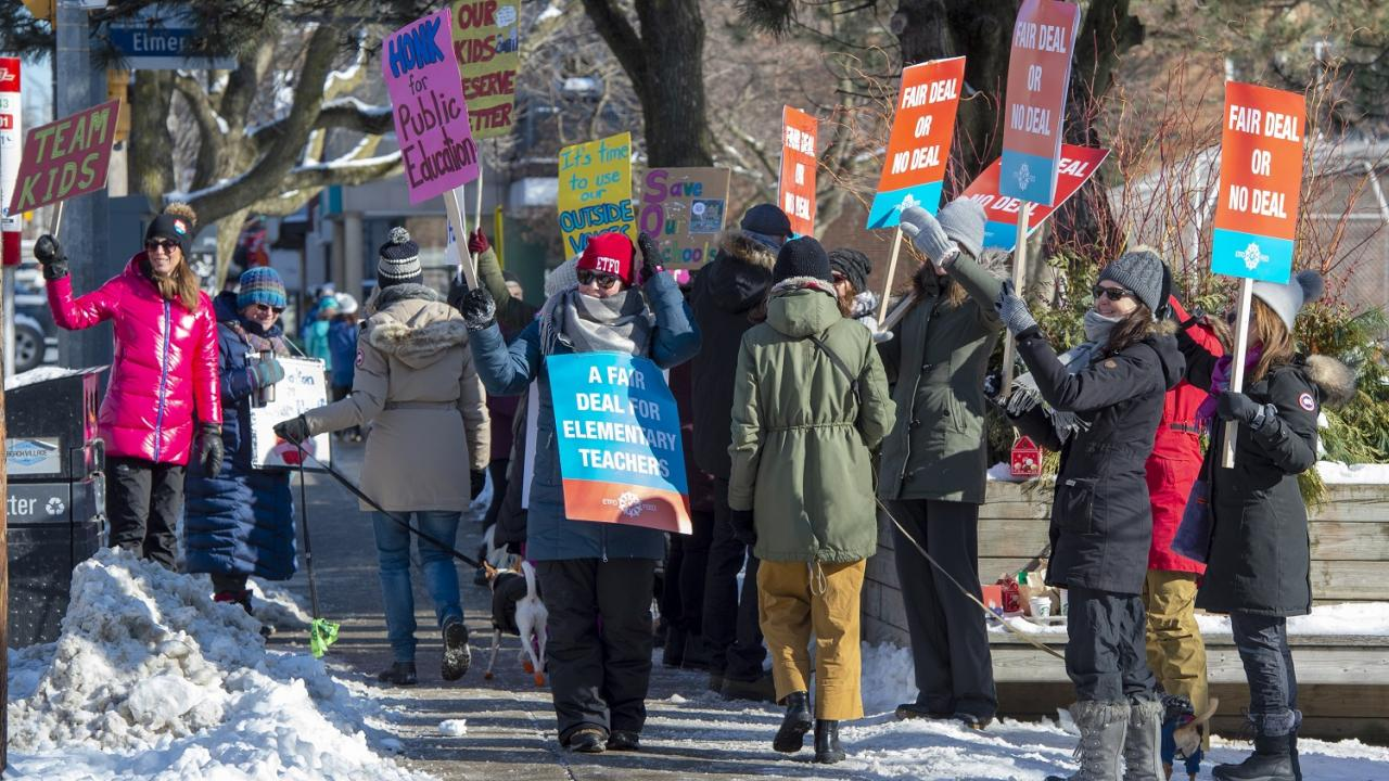 Ontario teachers on the picket line