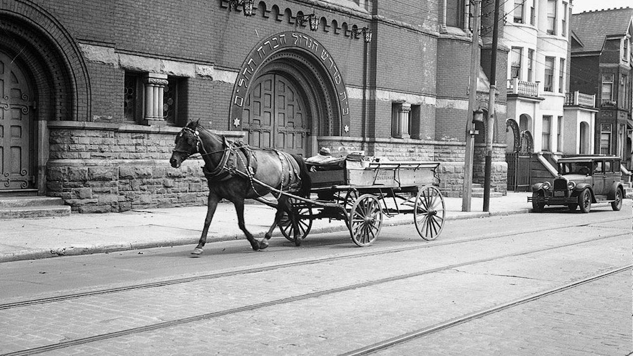 a horse-drawn carriage outside the McCaul Street Synagogue