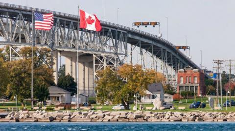an Ontario border crossing into the U.S.