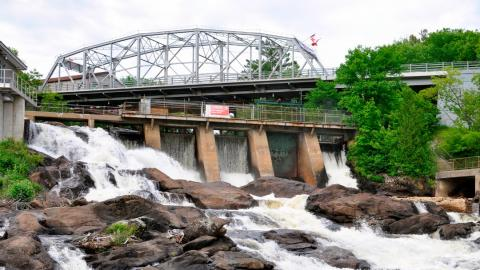 bracebridge dam and waterfall