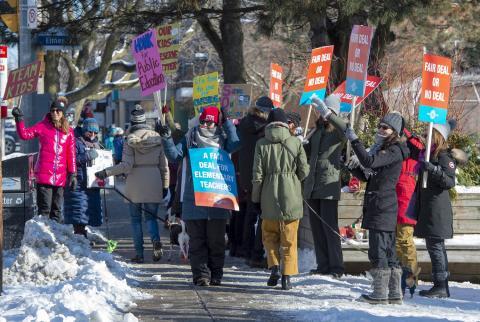 Ontario teachers on the picket line