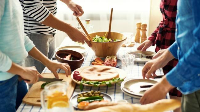 people preparing dinner