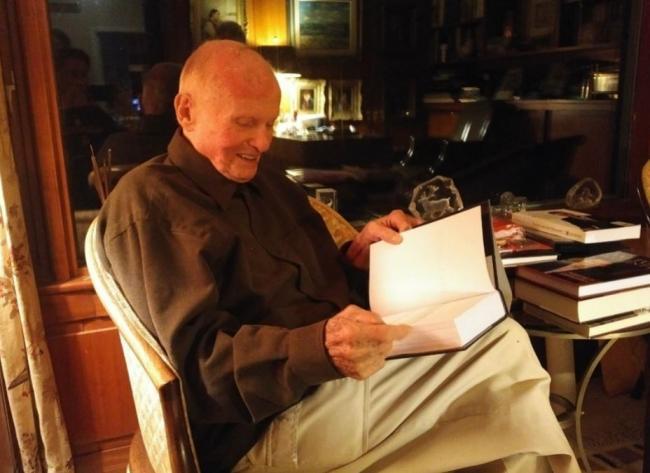 Former Ontario premier Bill Davis reading a book
