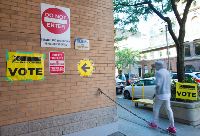 Advance polling in the electoral district of Toronto Centre on October 11. (Doug Ives/CP)